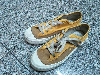 🚚 Rita 餅乾鞋 黃色 24-24.5 9成新