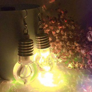 燈泡垂吊耳環