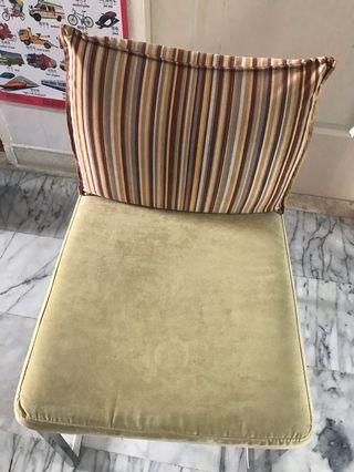 🚚 Chair