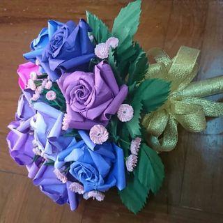 九朵紫色系列酒杯玫瑰摺紙及粉紅色滿天星花束(純分享)