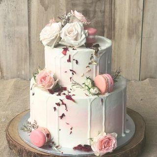 Wedding Macaron Drip Cake
