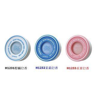 權世界@汽車用品 日本CARMATE SAI 圓形汽車冷氣出風口夾式皂香系除臭芳香劑 H1231-三種味道選擇