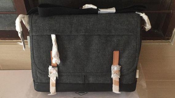 100% Authentic Fossil messenger sling Bag