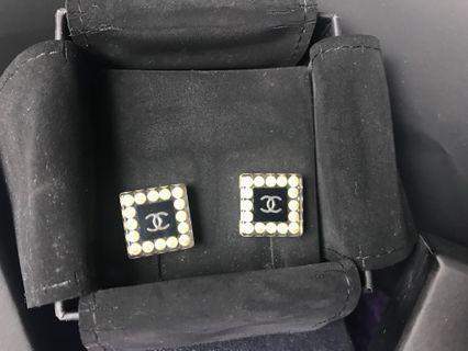 全新 Chanel 耳環