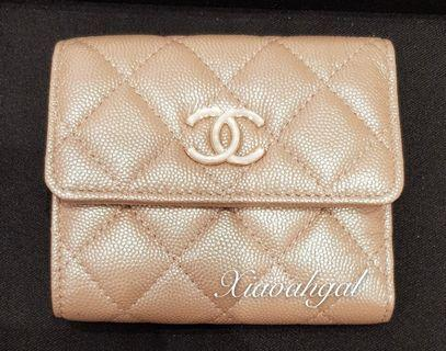 🌟BIDDING (retail over 1k+)🌟 Authentic 19S CHANEL iridescent rose gold beige mother pearl enermal big chanel logo wallet purse