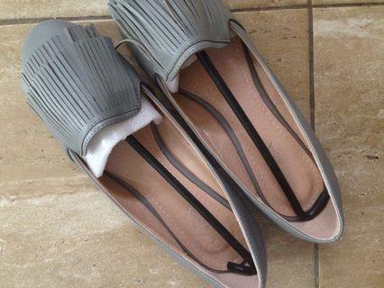 Sepatu evora