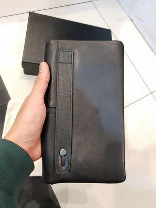 Tumi origninal handbag ext display  like new