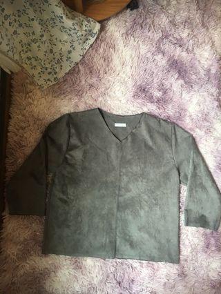 🚚 韓國帶回設計感剪裁的七分衣服