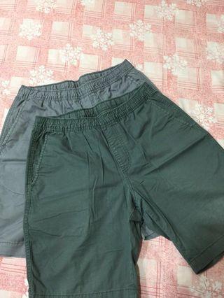 🚚 售兩件 近全新 uniqlo休閒工作短褲 軍綠.淺灰s號 jks wtaps