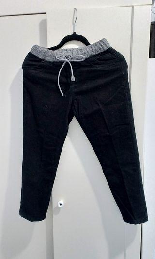 Celana panjang hitam