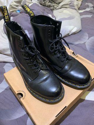 Dr. Marten 八孔靴