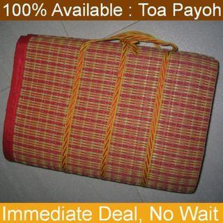ground mat (picnic straw mat) . open up size 95cm x 165cm
