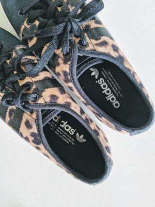 Adidas women canvas shoes in leopard print (EU38)