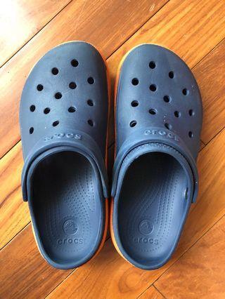 Men' Crocs scandals, good for summer, dual clour , 70% new