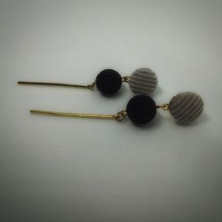 Anting Panjang Abu Hitam