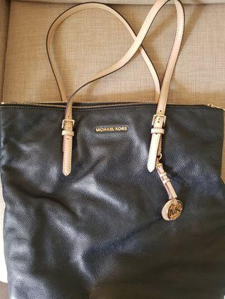 🚚 Michael Kors Tote Bag