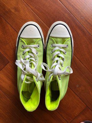Converse teenager sneaker, 70% new, easy match with shorts, skirt and jeans