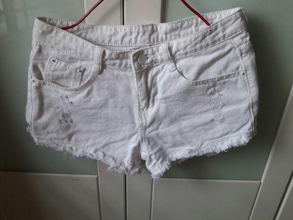 🚚 White ripped Frayed Denim Shorts