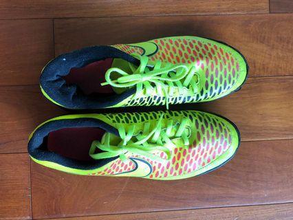 Soccer boot, brilliant colour, size ~39