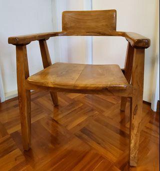 2 SOLID WOODEN CHAIRS 原實木椅兩張