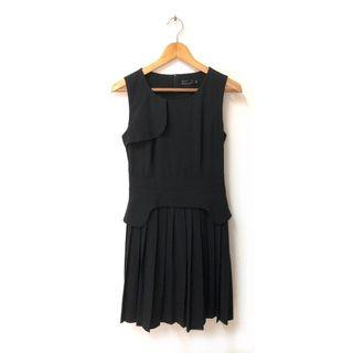 Chic Pleated Dress with Burberry Top design