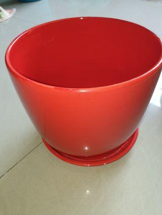 🚚 Bright Red Pot