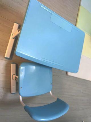 Kid study desk and chair set