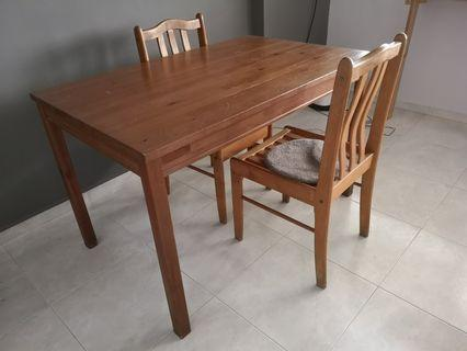 Solid wood table and chairs #homerefresh30