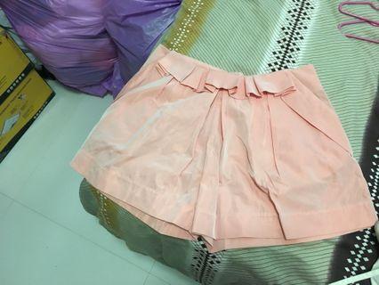 粉紅色底腰裙褲