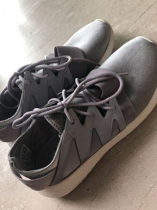 🚚 Adidas originals tubular vital