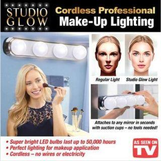 🏅🏅STUDIO GLOW MAKE UP LIGHT SUPER BRIGHT 4 LED BULBS