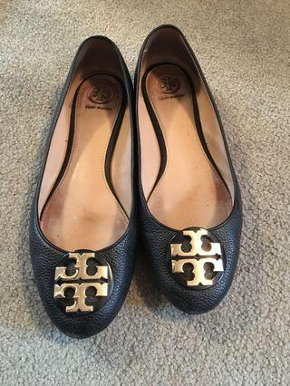 Tory Burch size 10 flats in gold and black