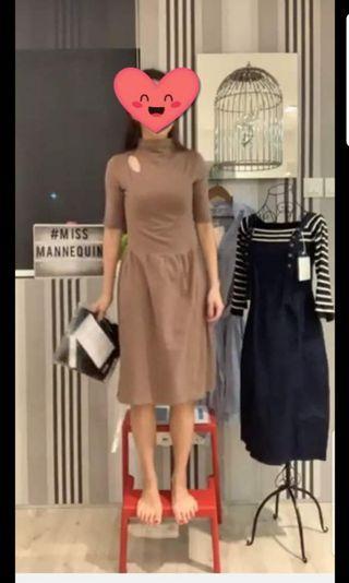 Brand New Keyhole sleeve dress