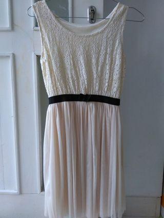 Dress broken white