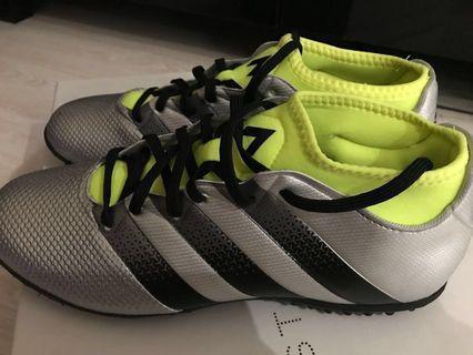 全新Adidas 銀黑色足球鞋波boot