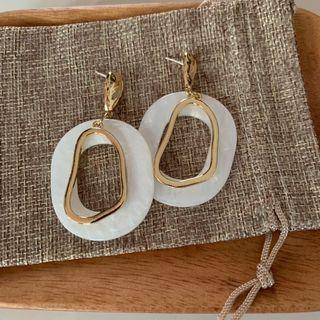 🚚 Hoop Earrings