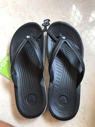 🚚 Crocs Slippers