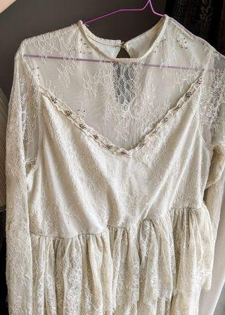 Gorgeous vintage Lace Dress with embroidery