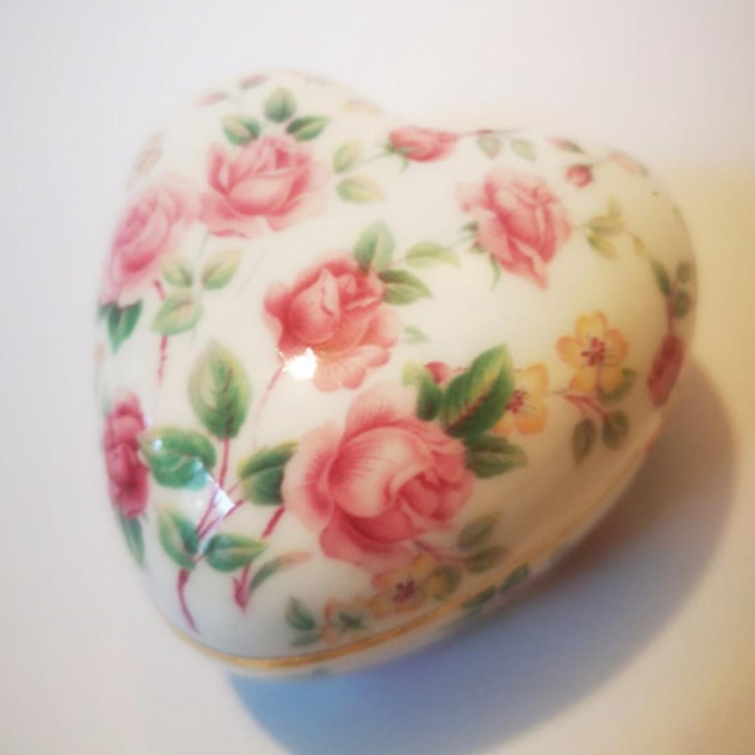 1960s英國Chrissie Dee of Ruby的心形陶瓷手飾盒