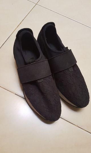 Sepatu Zara Hitam