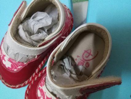 女童 滿周歲鞋 沒穿過小女長好快穿沒幾次