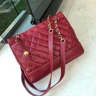 ❤️Beautiful Colour!❤️ Chanel Vintage tote in rarer dark red caviar