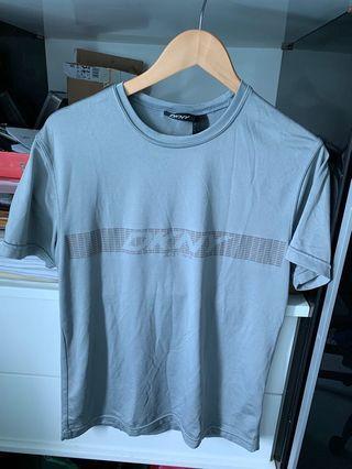 DKNY貼身T恤