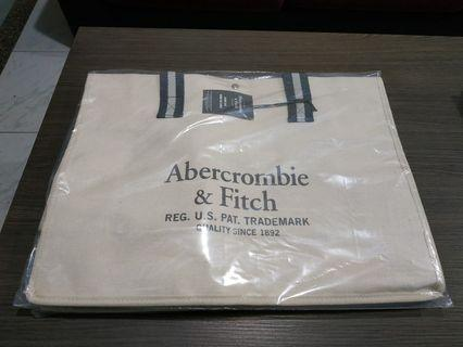 BNIB Abercrombie & Fitch Huge Tote Overnight Bag
