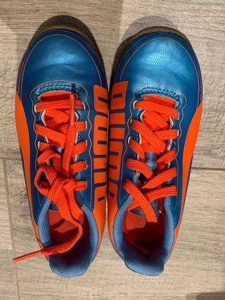 99% new PUMA soccer shoes 17cm