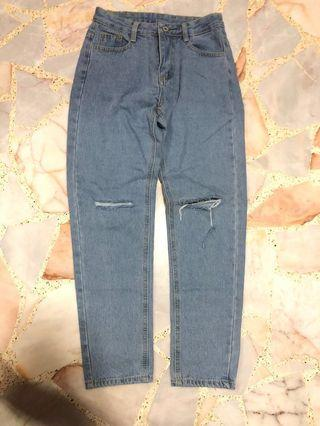 BN light blue knee ripped mom jeans