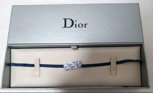 Dior choker with box