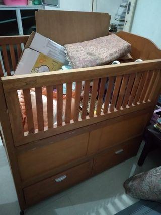 Box bayi kayu jati beserta kasur dan mainan