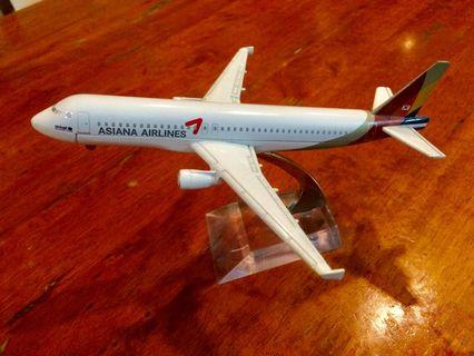 Die Cast Asiana Airlines 16cm