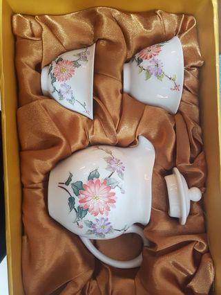 🚚 BN Tea set